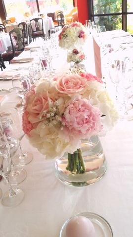 Bouquet centre de table : pivoine, hortenisa, rose, oeillet et gypsophile